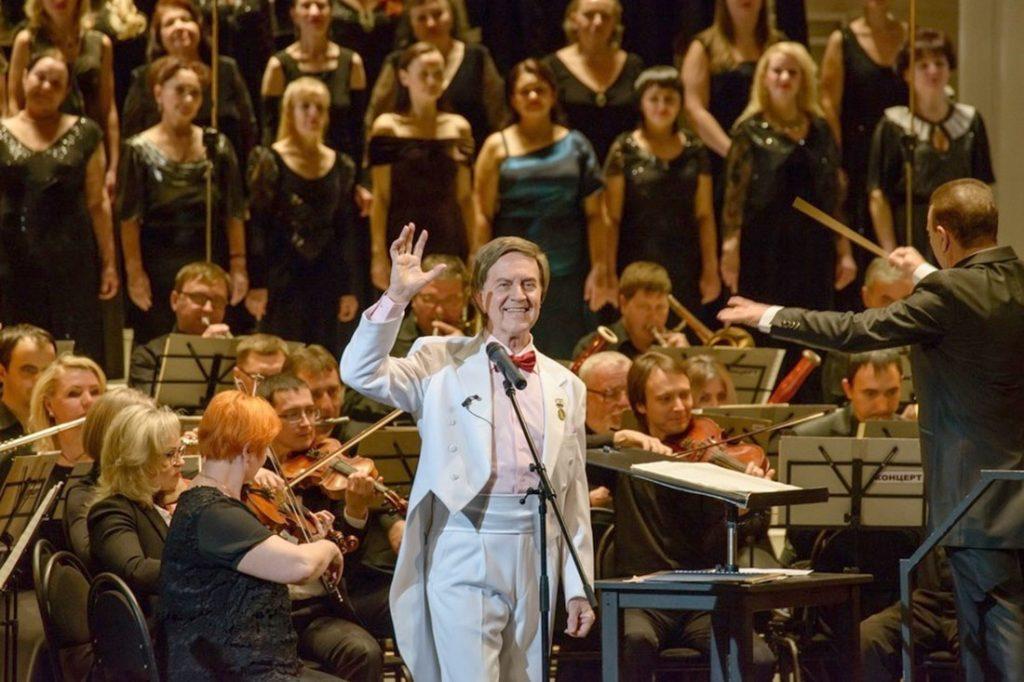 «Весь зал встал и зрители пели песню вместе со мной»: Леонид Сметанников рассказал, как рождалась песня «День Победы»
