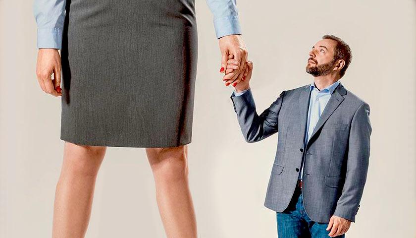 Дотянуться до звезды: разбираемся, почему мужчины уходят от успешных жён
