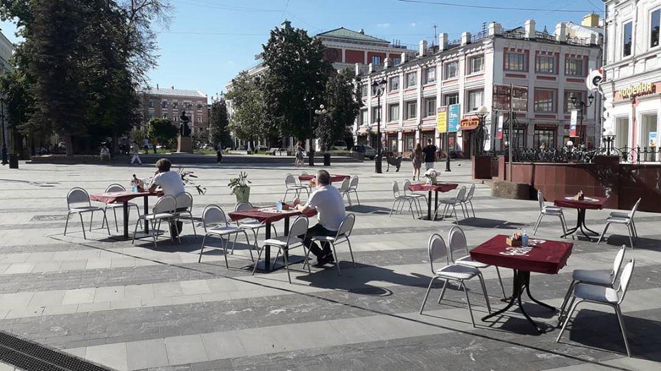 Фото дня: первые летние веранды открылись в центре Нижнего Новгорода