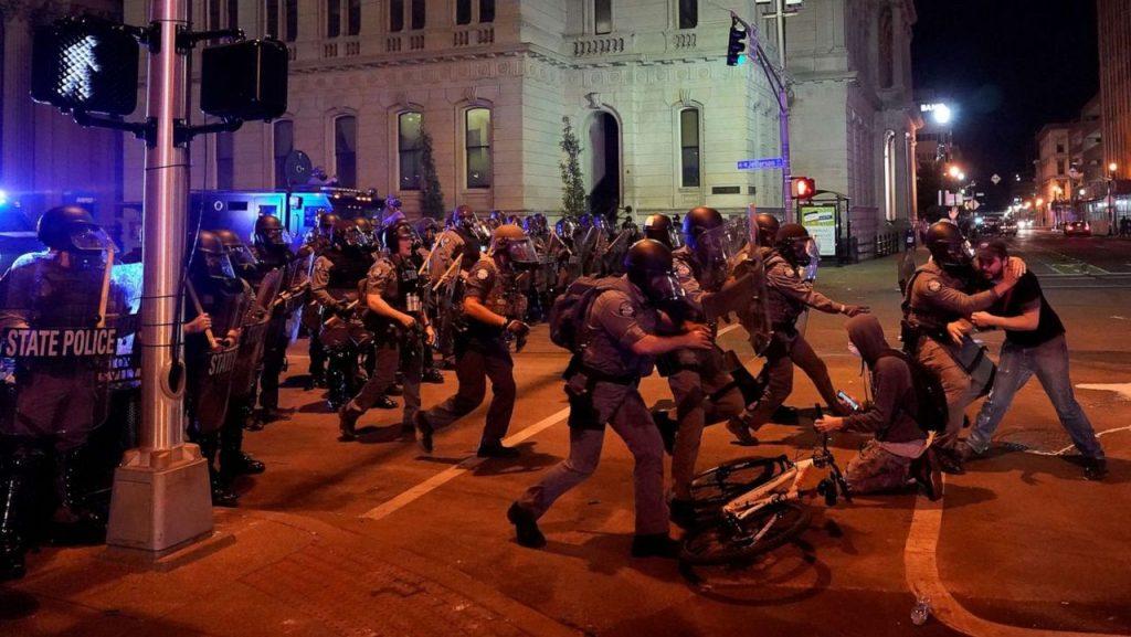 США сотрясают народные волнения: вспоминаем, с чего всё началось