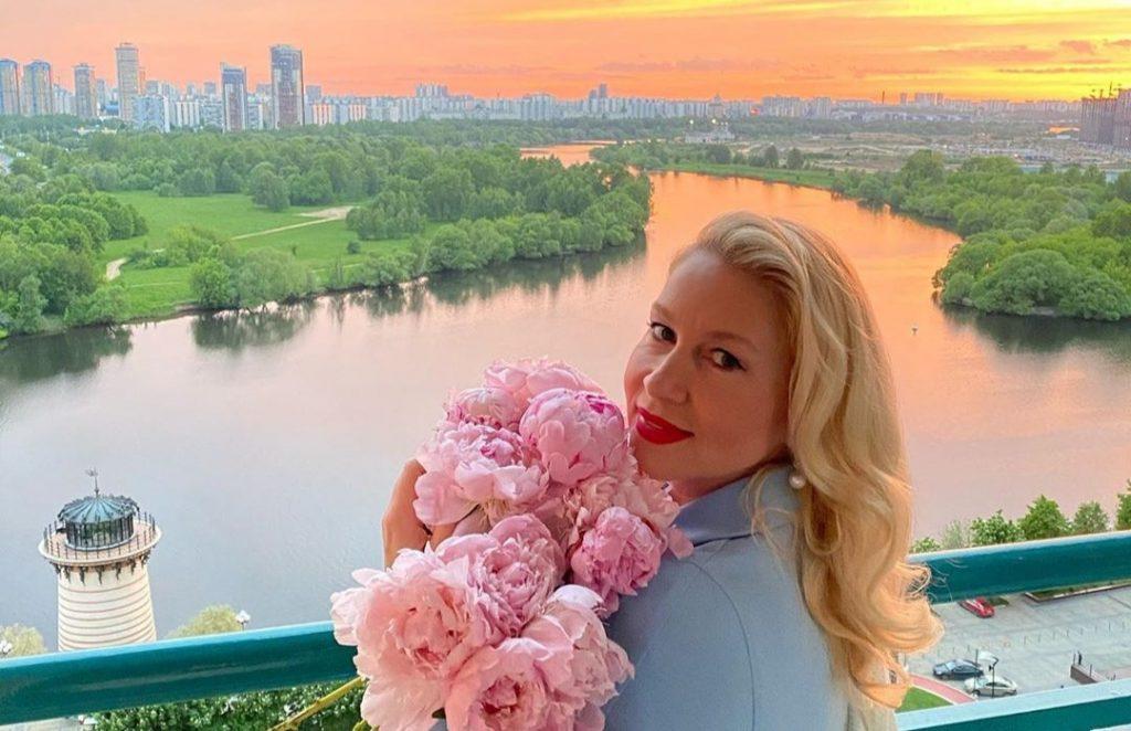 «Меня всю жизнь любили и согревали теплом»: Екатерина Одинцова рассказала, почему живет одна