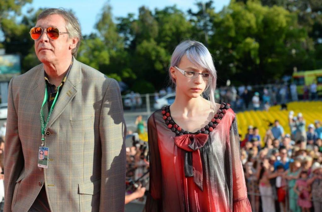 Дочь Михаила Ефремова заявила, что она бесполая