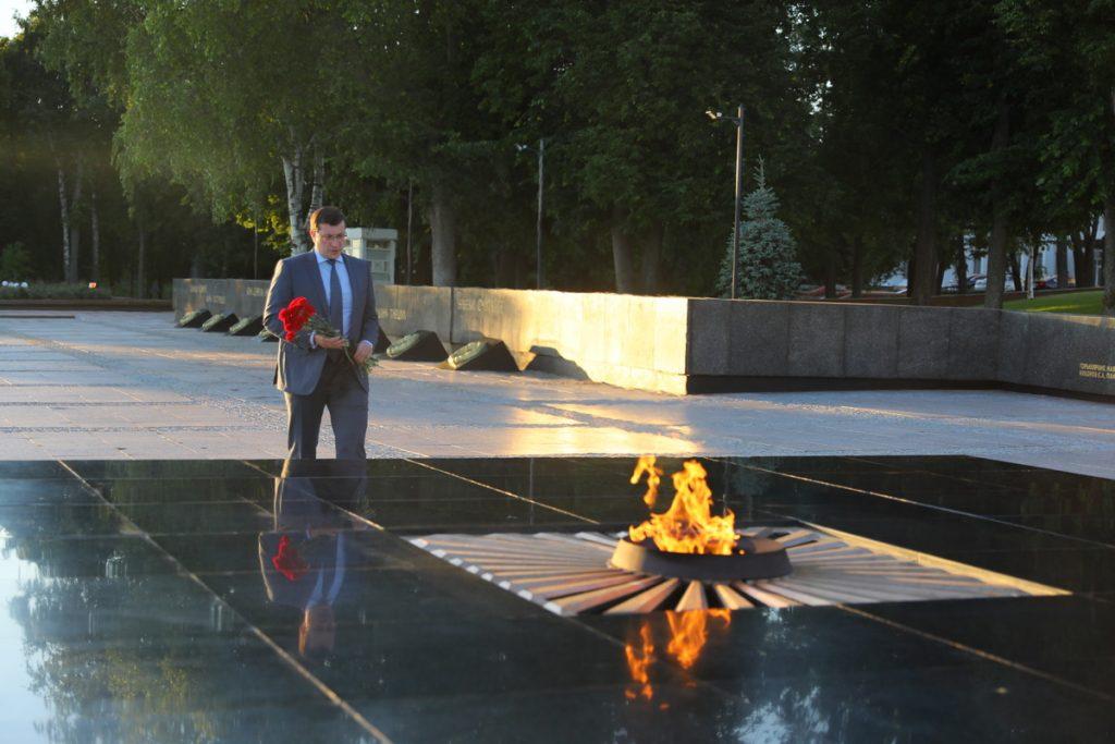 Глеб Никитин 22июня возложил цветы кмемориалу «Вечный огонь»