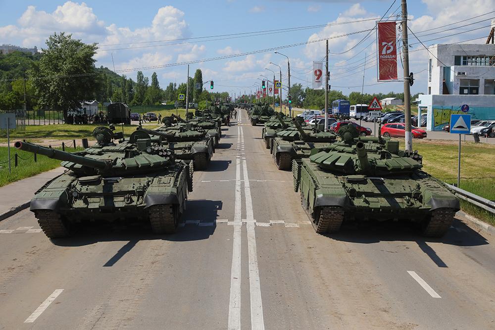 Танки в городе: показываем, как в Нижнем Новгороде репетируют Парад Победы
