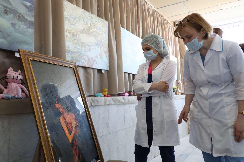 ВНижегородской областной детской больнице открылся вернисаж «Красота лечит»