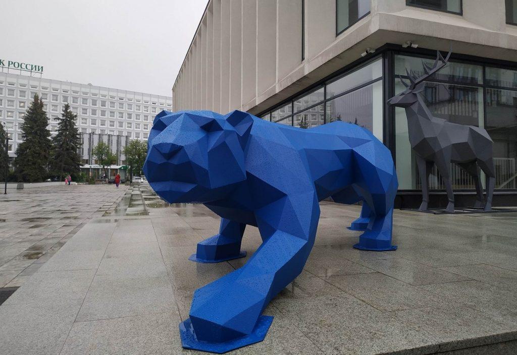 Фото дня: синяя пантера появилась в центре Нижнего Новгорода