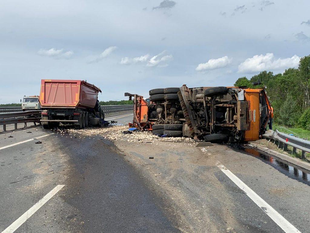 Две грузовые машины столкнулись на Южном обходе Нижнего Новгорода