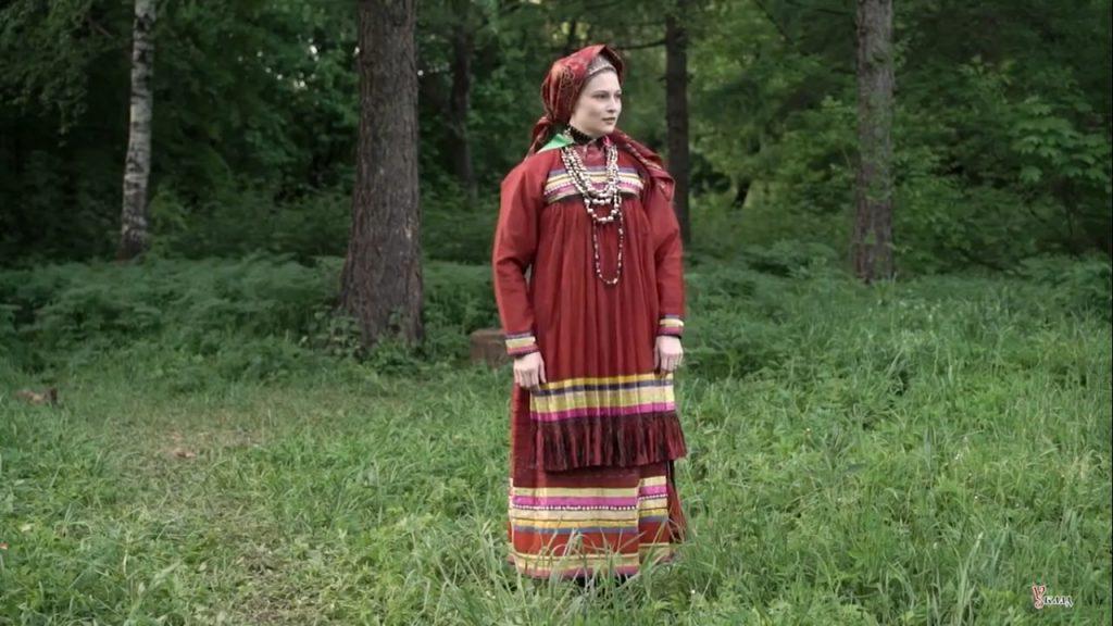 Нижегородка примерила народный костюм