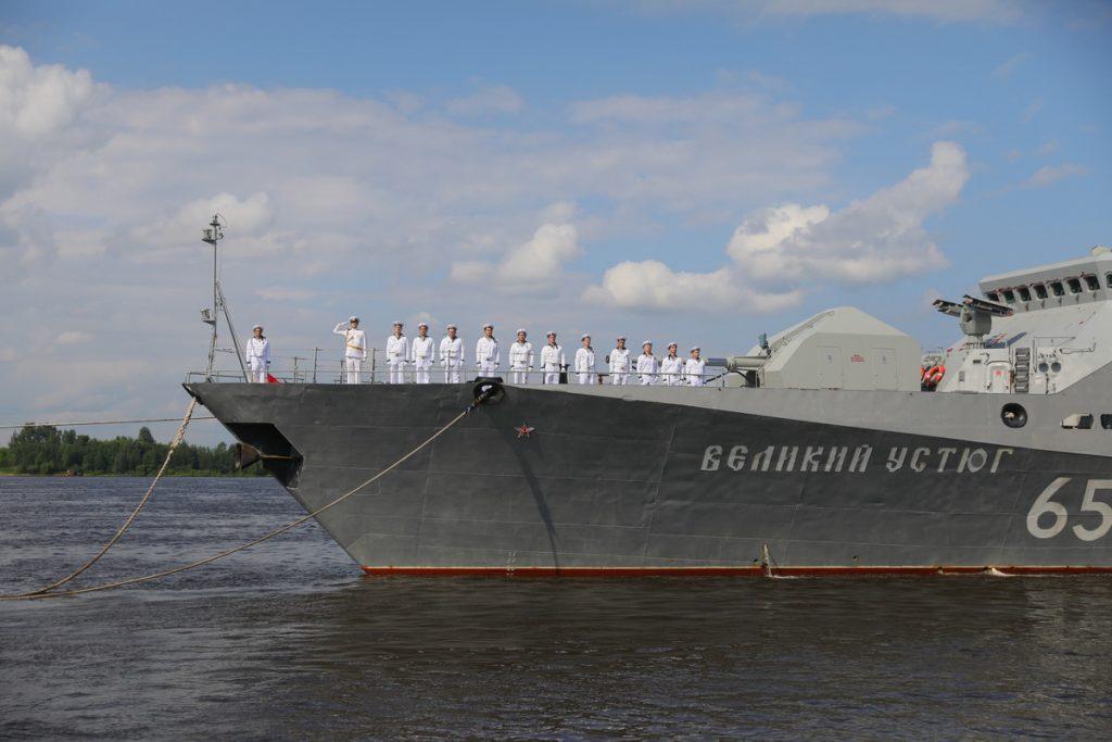 В Нижний Новгород приплыл ракетный корабль «Великий Устюг»: смотрим самые яркие кадры