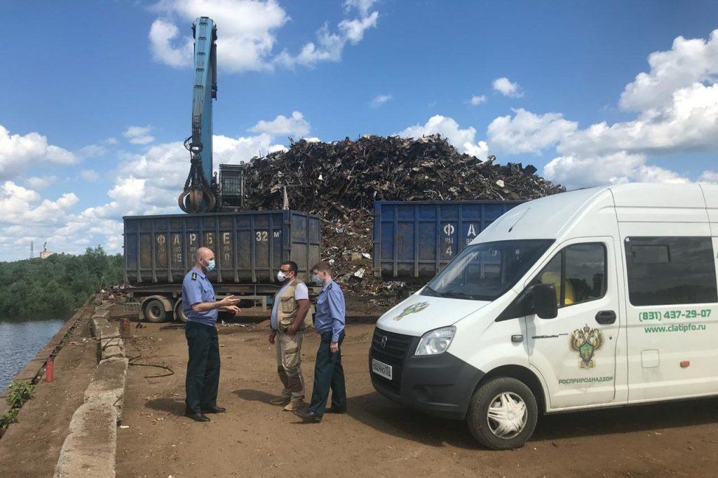В природной зоне в Выксунском районе появилась свалка металлолома