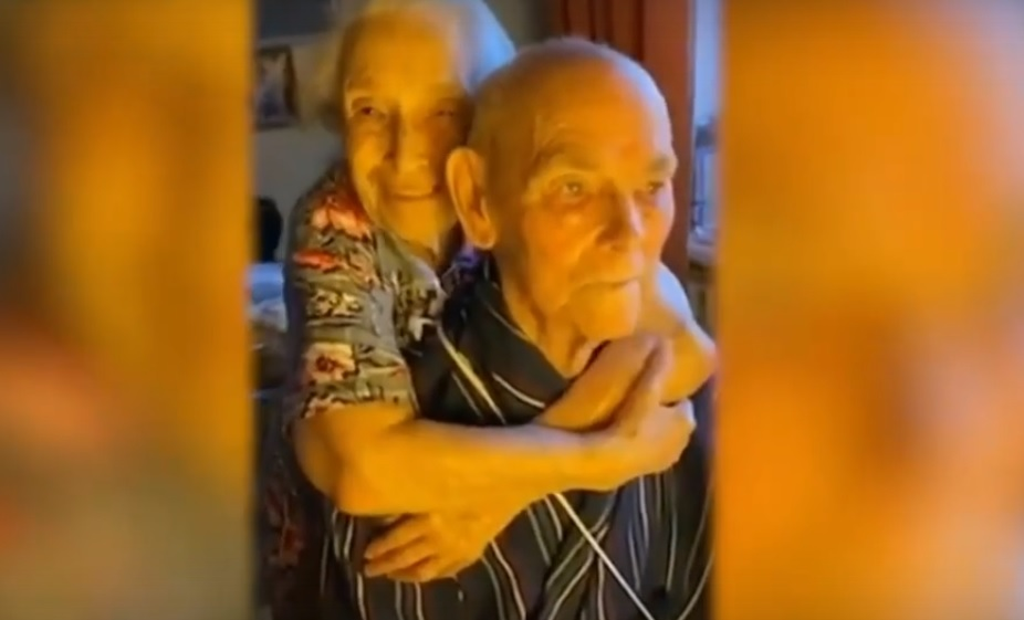 Пожилых супругов из Нижнего Новгорода, которые вылечились от коронавируса, показали в эфире Первого канала