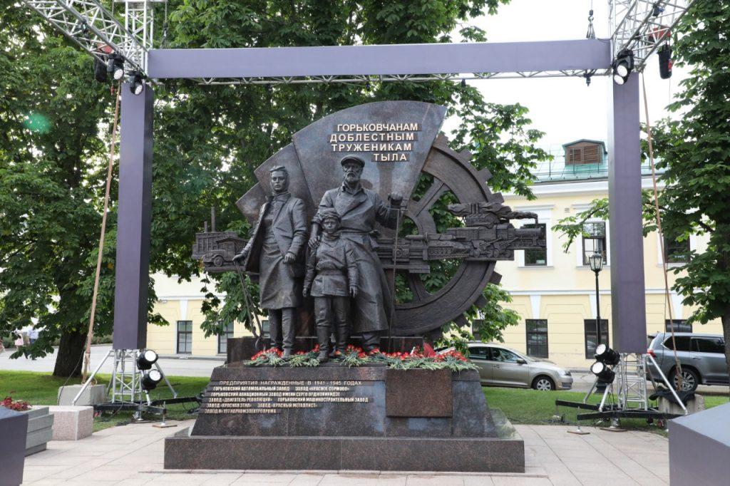 Памятник «Горьковчанам— доблестным труженикам тыла» открыли вНижегородском кремле