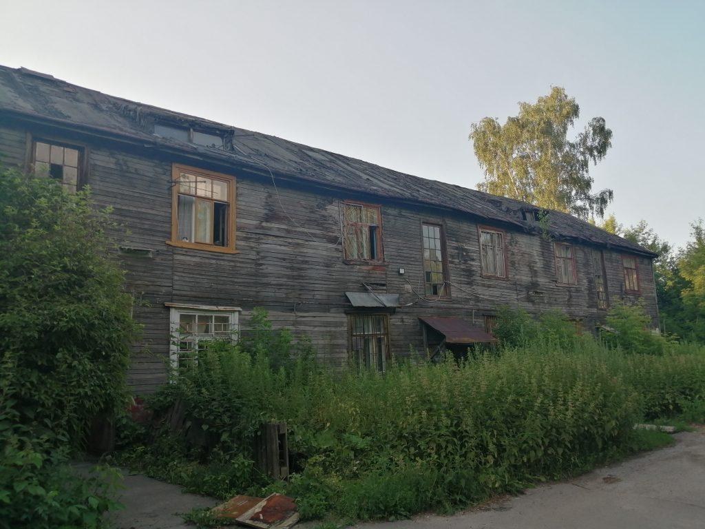 Комната вместо квартиры: жительница аварийного дома на улице Беломорской в Нижнем Новгороде боится, что может остаться без жилья
