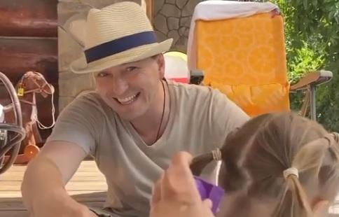 Сергей Безруков умилил соцсети трогательным видео с детьми