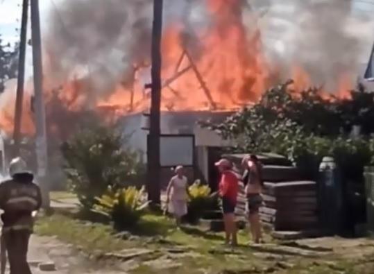 Неисправность дымохода в бане привела к крупному пожару на Бору