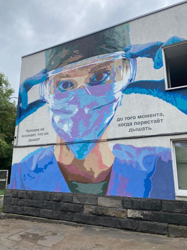 Новый арт-объект появился на фасаде нижегородской клинической больницы № 5