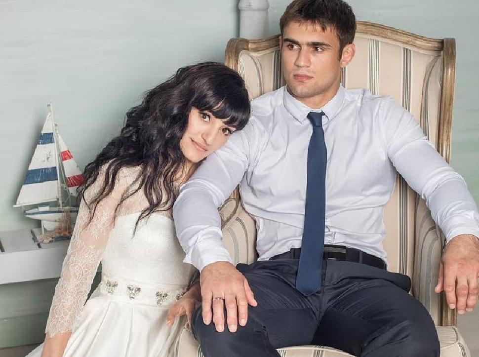 «Не могу больше терпеть»: самбист Сергей Рябов позвал девушку замуж по пути в магазин