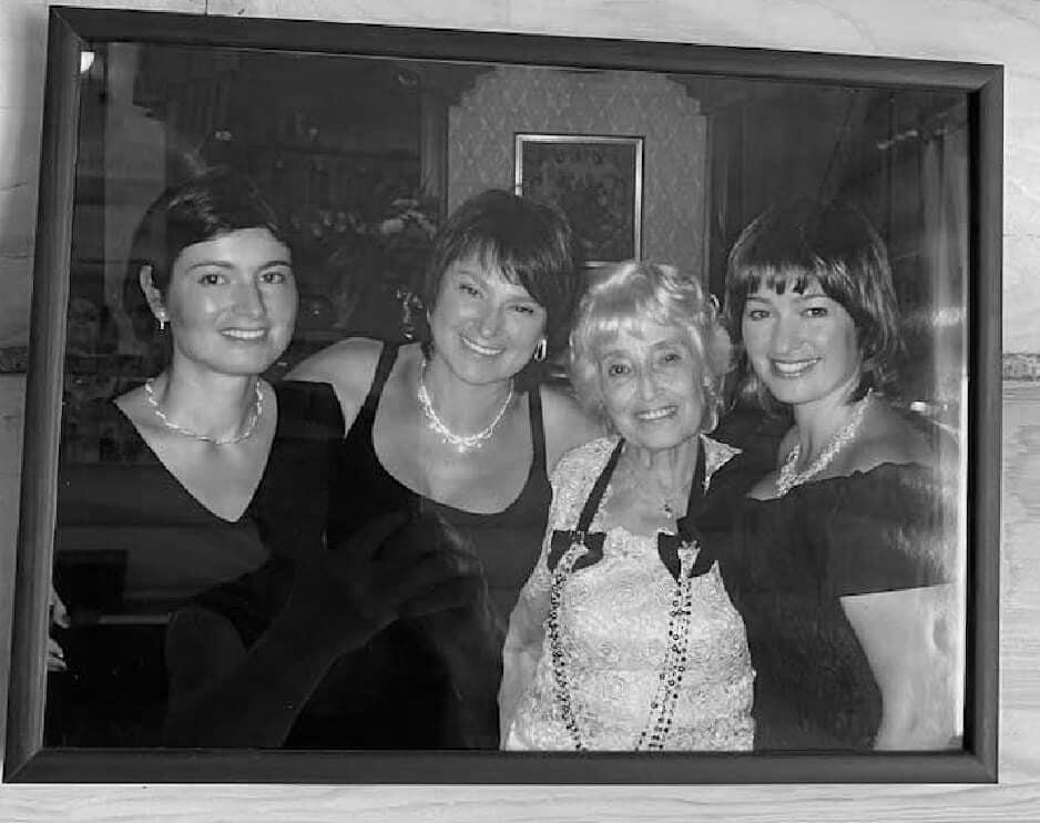 «Я еще не осознала, что осталась без мамы»: Нина Зверева сообщила о потере самого родного человека
