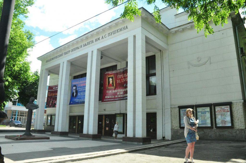 Сотрудники Нижегородского оперного театра просят заменить директора