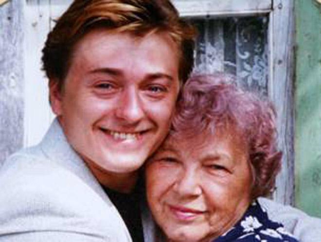 Сергей Безруков с бабушкой