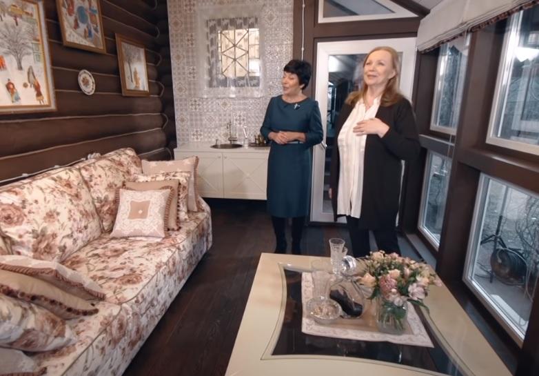 Видео дня: Наталья Барбье и её команда обновили веранду Валентины Теличкиной