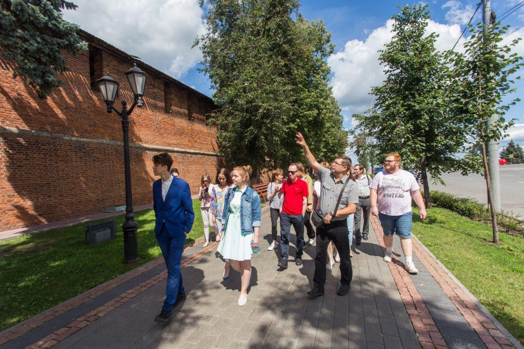 Для волонтеров организовали экскурсию по Нижегородскому кремлю