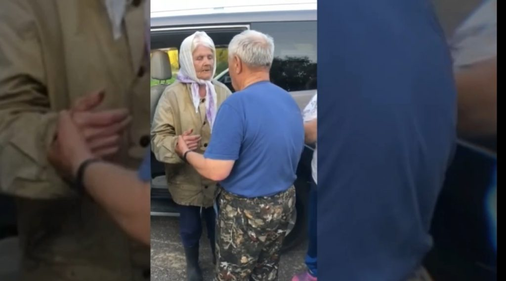 Спасатели нашли бабушку в Ковернинском лесу: чтобы не замерзнуть ночью, пожилая нижегородка делала зарядку (ВИДЕО)