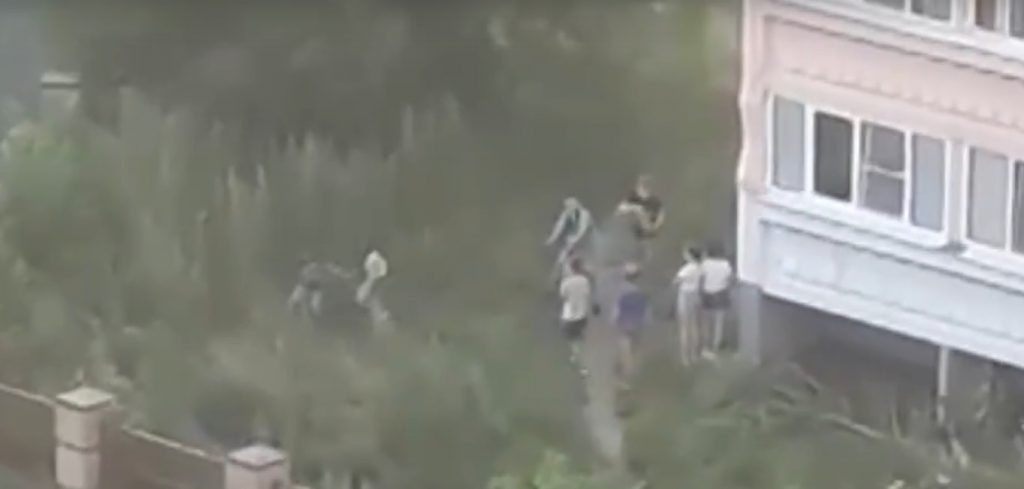 В сети появилось видео жёсткой драки школьников в Сарове