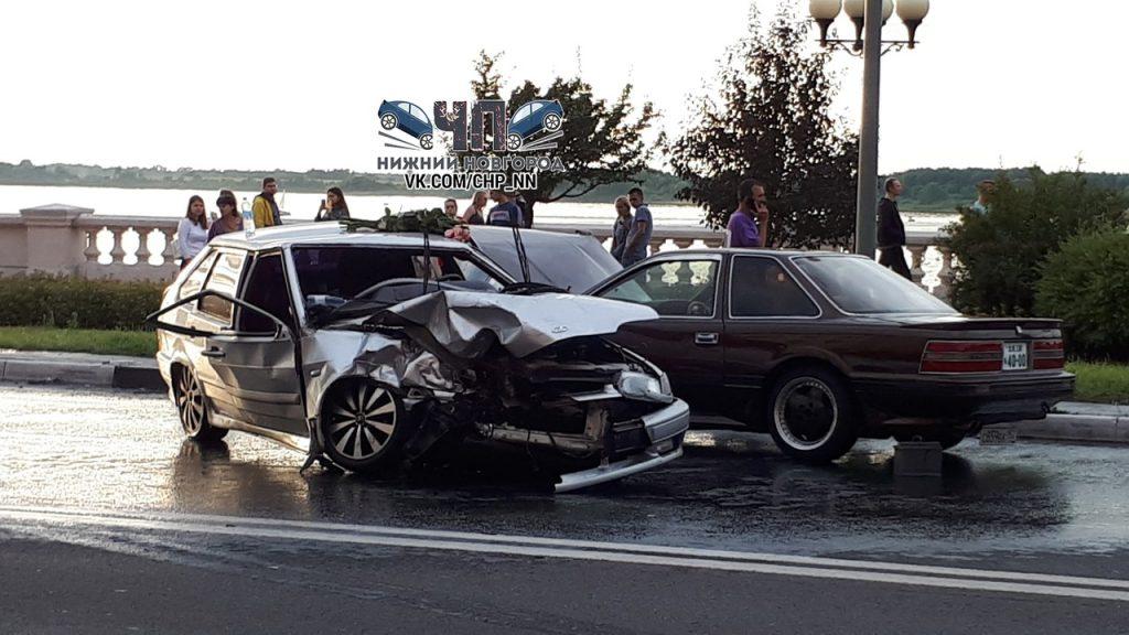 Кабина всмятку: три человека пострадали в массовом ДТП в центре Нижнего Новгорода