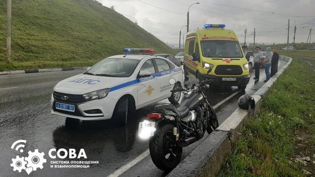 Мотоциклистка опрокинулась на Окском съезде