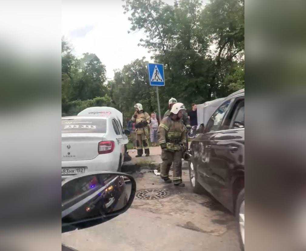 Водитель такси спровоцировал массовое ДТП на проспекте Ильича