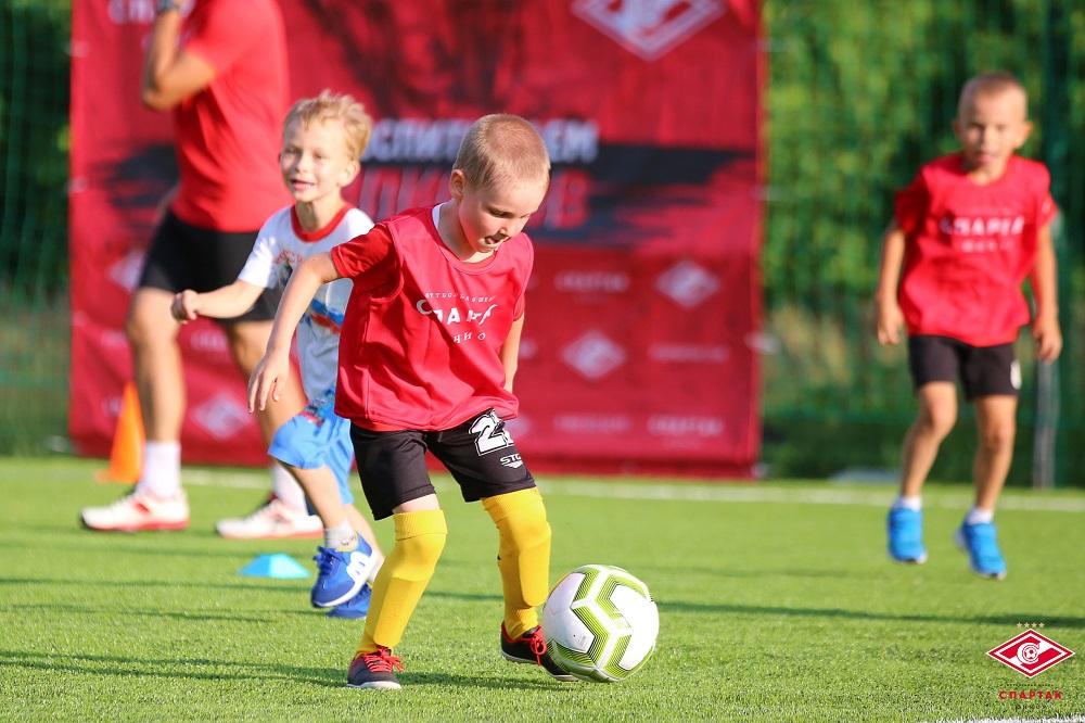Роман Алексеев: «Футбольная школа может стать дорогой в большой спорт»