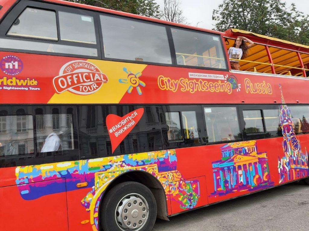 Влюбиться в Нижний за час: корреспондент «Нижегородской правды» прокатилась по городу на двухэтажном туристическом автобусе