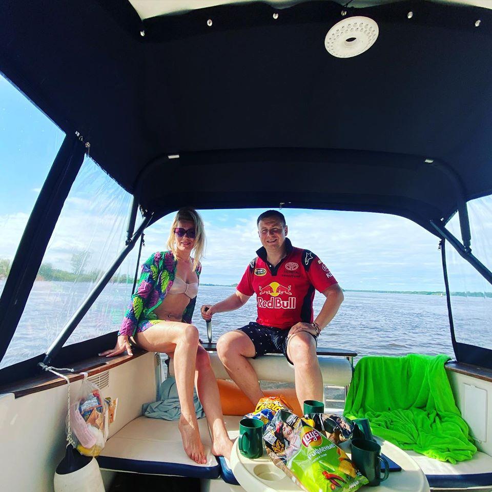 «Сначала болтало, как качели, потом крутились, изображая нервные конвульсии»: семья нижегородцев отправилась на катере к Черному морю