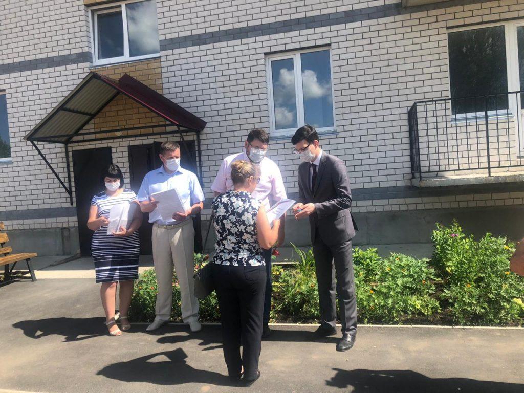 ВШахунье жители получили ключи отновых квартир попрограмме переселения изаварийного жилья