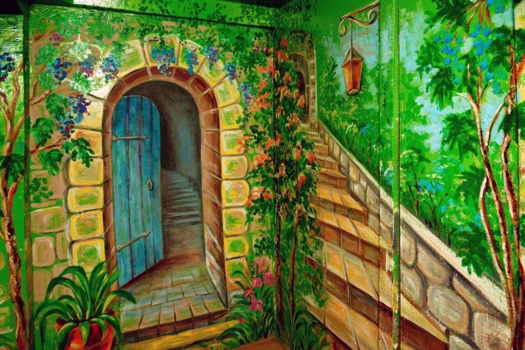 Нижегородцы нарисовали курорт в подъезде (ФОТО)