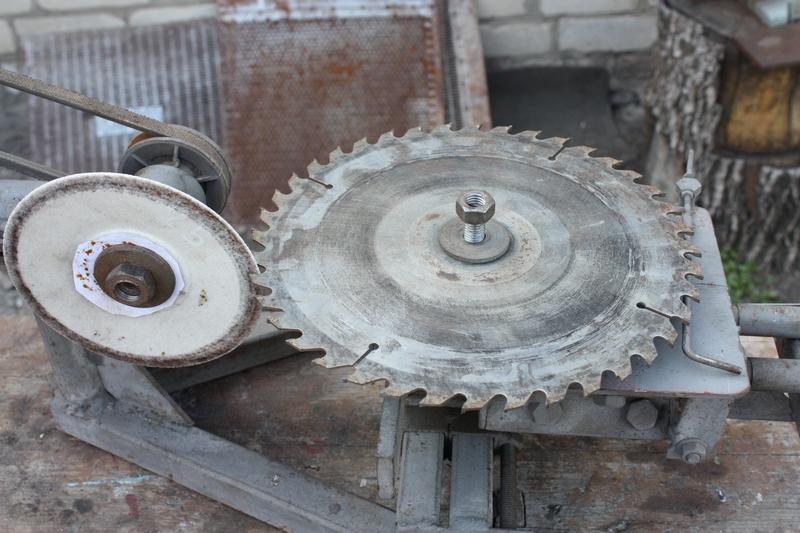 Пильный диск отрезал пальцы работнику на Бору