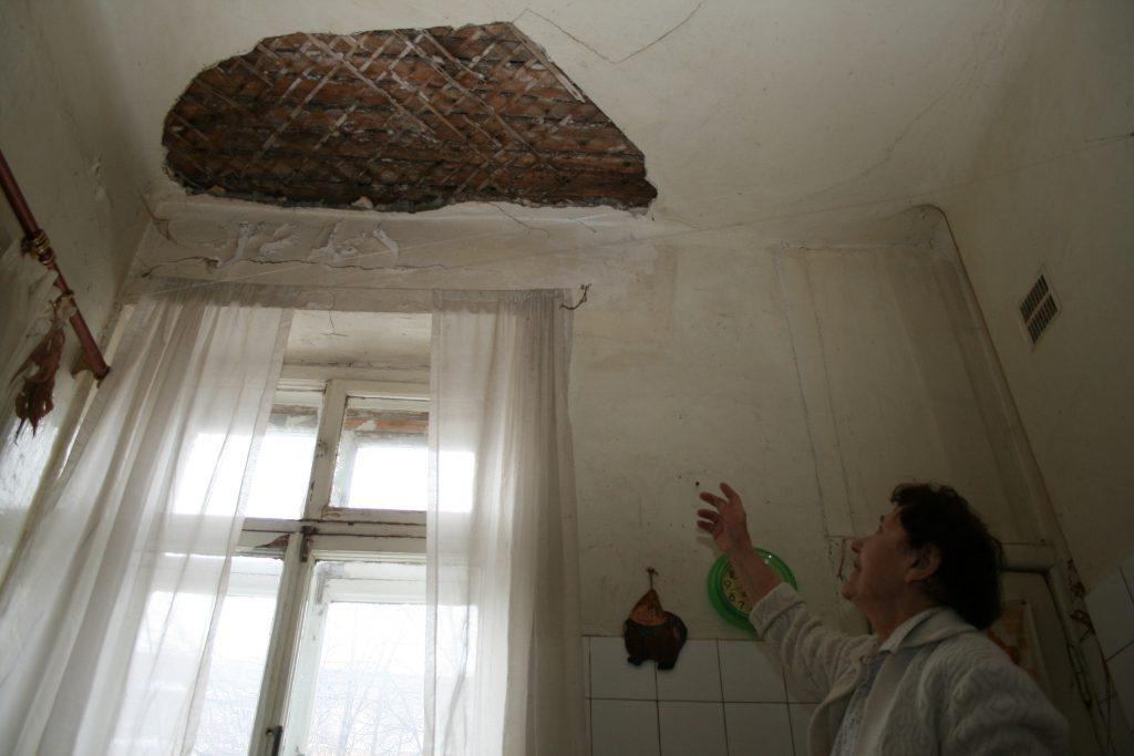 Нижегородцы все чаще жалуются на потопы в подъездах: куда обращаться, если в доме льёт как из ведра