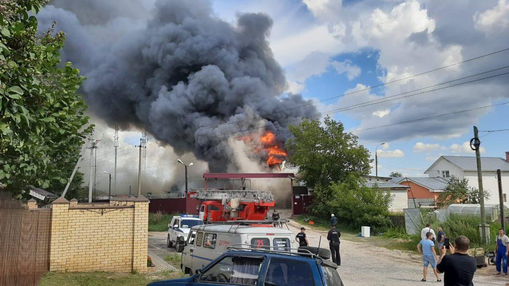 Опубликованы фото пожара на складе под Дзержинском