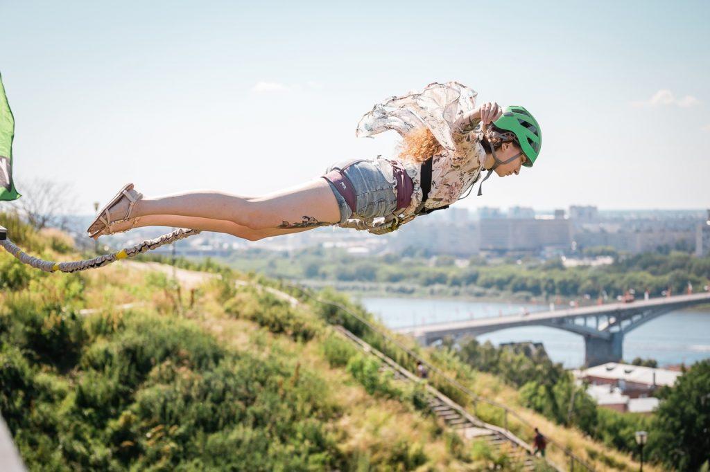 «В жизни больше ничего не может напугать»: нижегородцы прыгнули с моста (ФОТО)