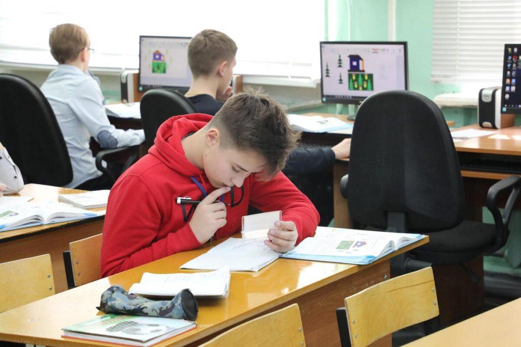 Госдума приняла президентский закон о воспитании учащихся