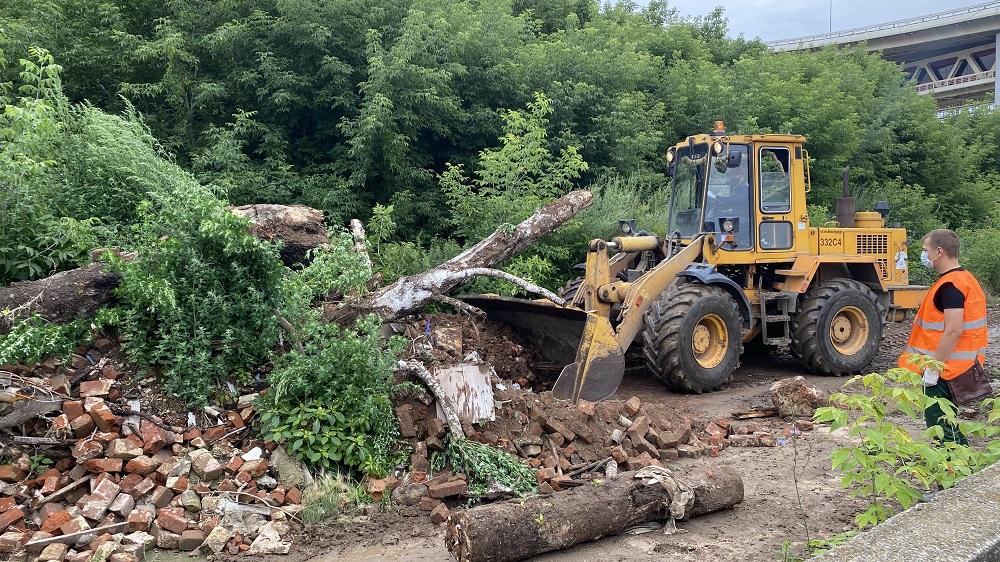 Несанкционированную свалку строительного мусора вывезли сулицы Черниговской