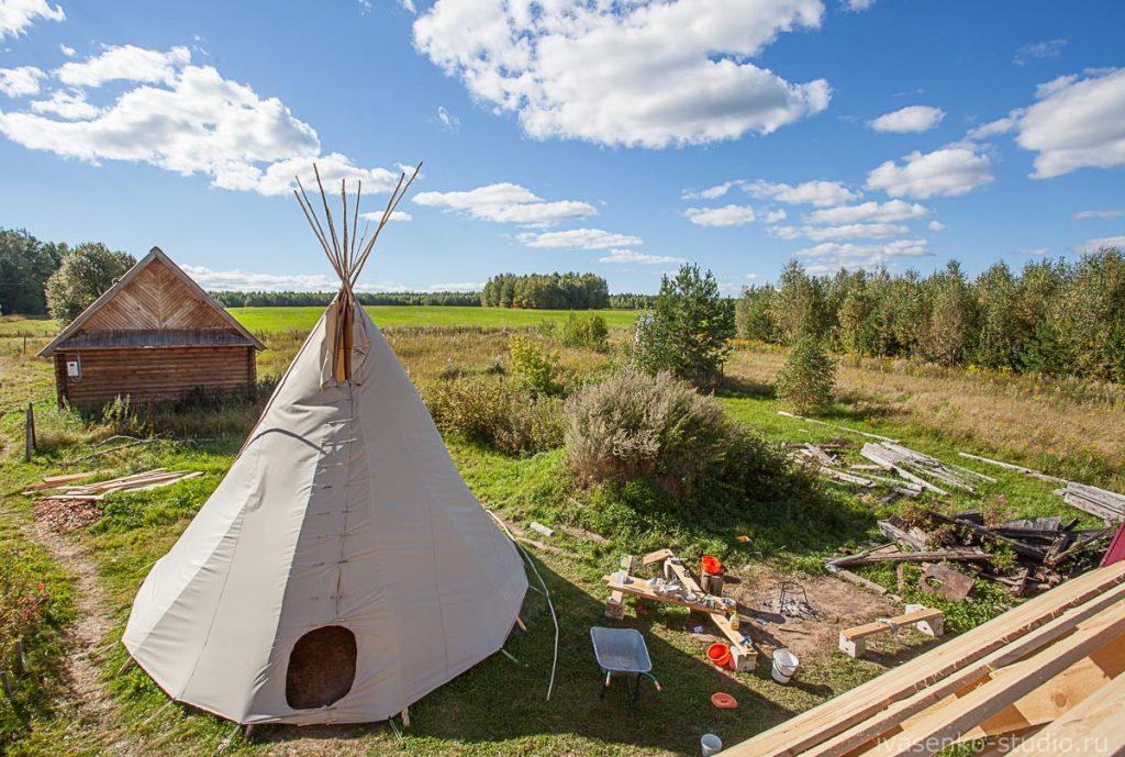 Нижегородец построил традиционное жильё индейцев в Городецком районе