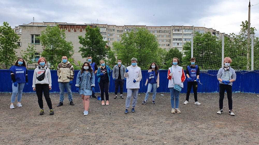 Дзержинские волонтеры учат школьников безопасному поведению