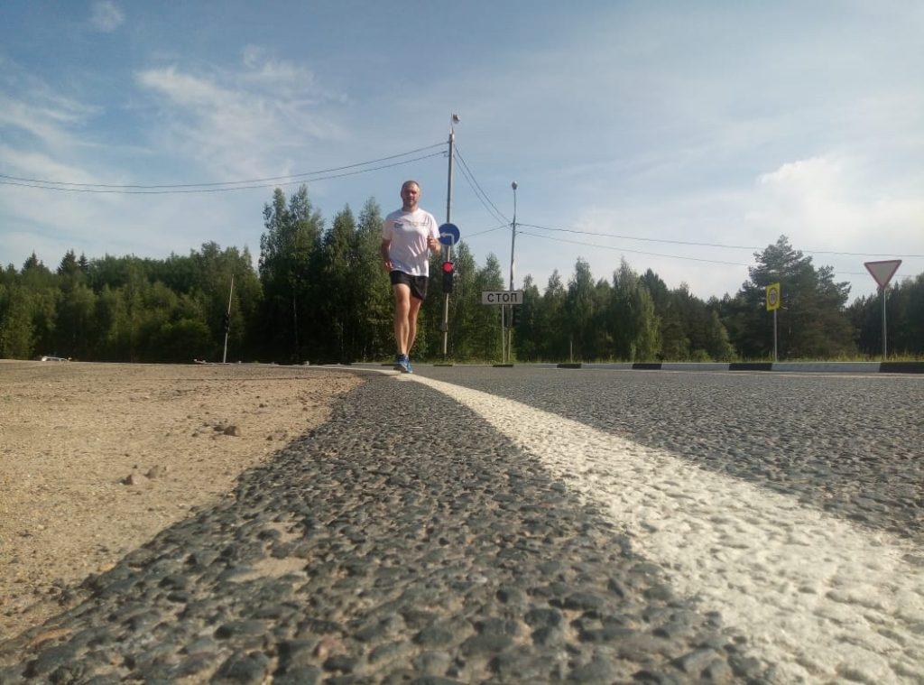 Волонтёр из Омска добежал до Нижнего Новгорода, чтобы собрать деньги для больных детей