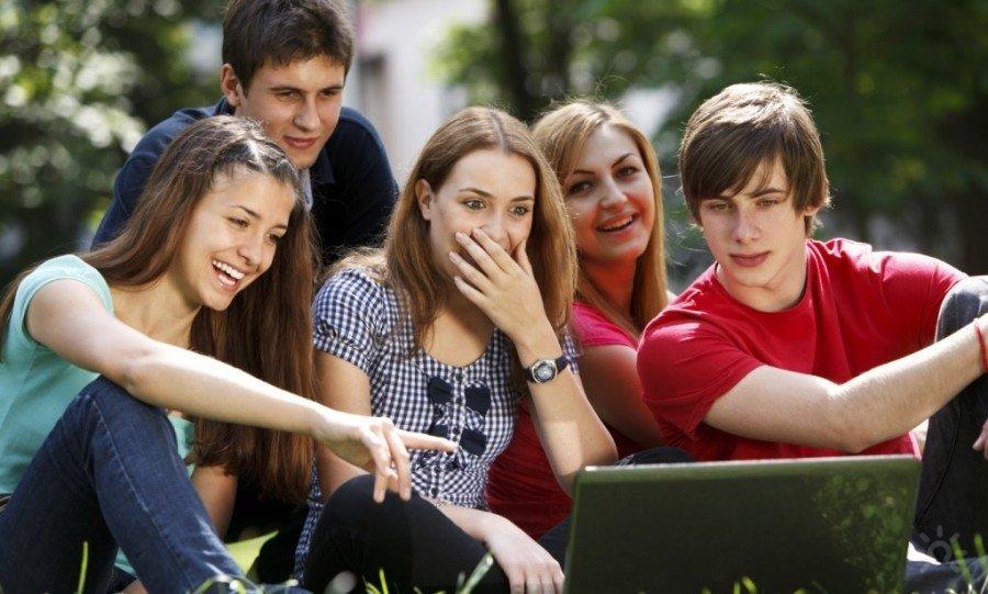 «Сасный краш»: разбираемся, почему современные подростки говорят на непонятном языке