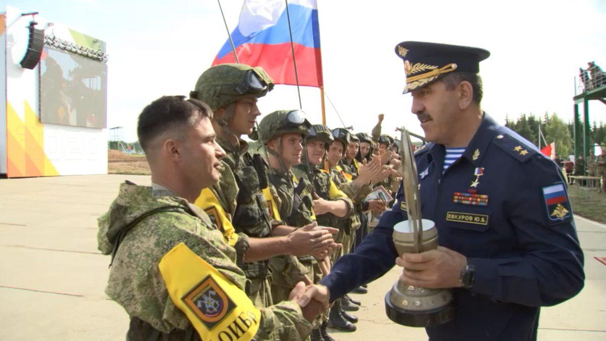 Заместитель Министра обороныРФ вручил награды победителям конкурса «Безопасный маршрут»
