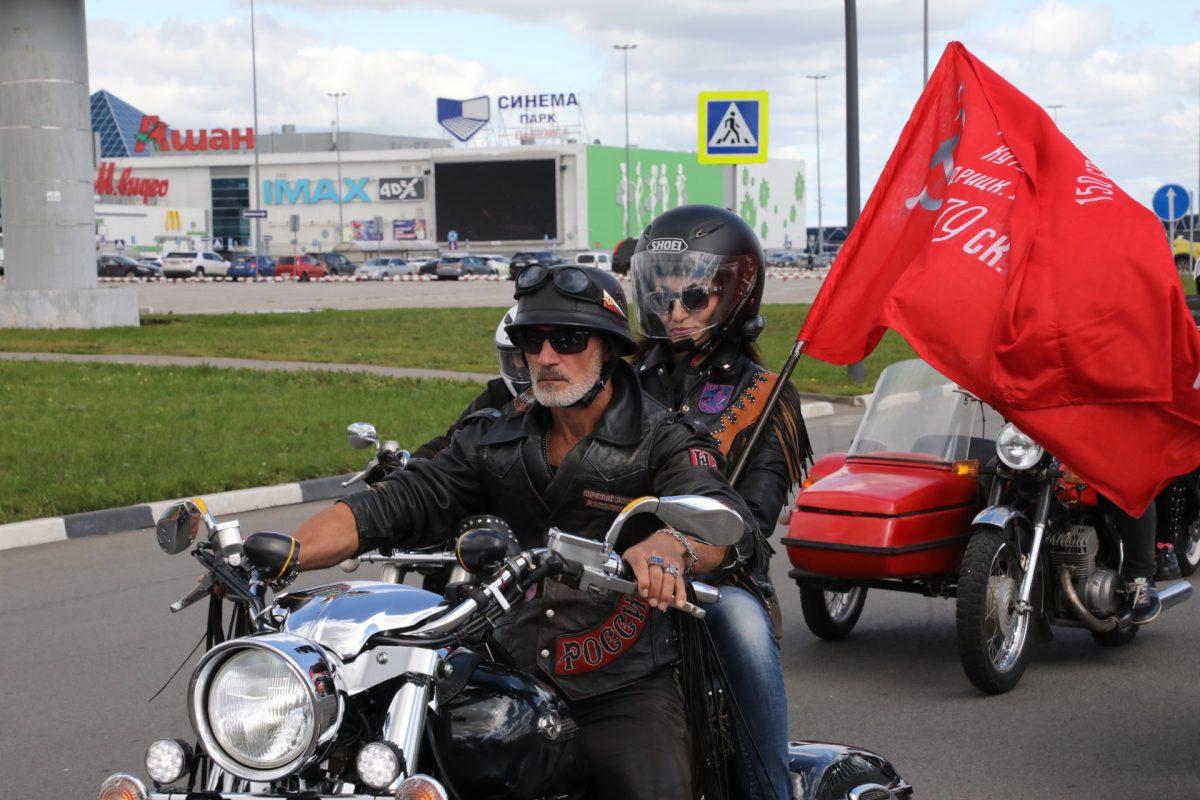 Фото дня: «Ночные волки» устроили мотопробег в центре Нижнего Новгорода