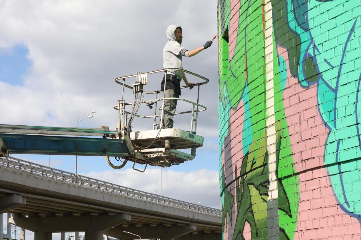 Поставили на «Место»: смотрим, как проходит фестиваль уличного искусства в Нижнем Новгороде