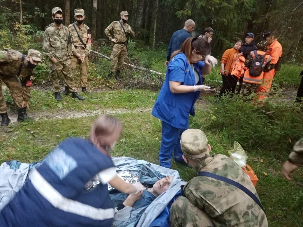 Спасенный волонтерами 64-летний грибник скончался в больнице